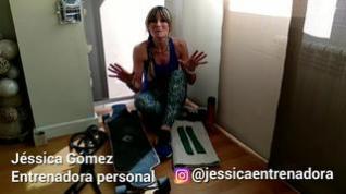 Un ejercicio para entrenar en casa: esta vez, con un monopatín o una alfombra