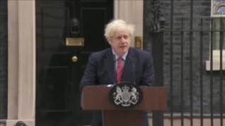 Boris Johnson reaparece en Downing Street tras superar el coronavirus