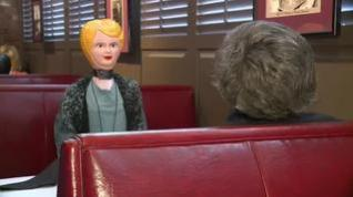 """Un restaurante de lujo llena de muñecos las """"ausencias"""" del distanciamiento social"""