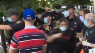 La Policía interviene en la cacerolada de Ferraz para disolver un grupo de manifestantes