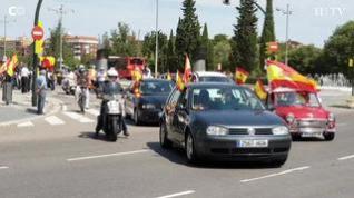 Cientos de vehículos recorren Zaragoza en la caravana de Vox contra el Gobierno