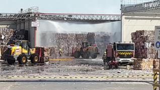 Sofocado el incendio en una celda de almacenaje de papel de la empresa Saica en Zaragoza