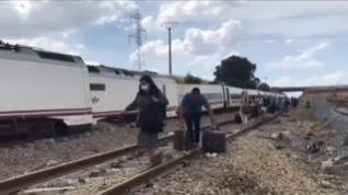 Abiertas dos investigaciones tras el descarrilamiento de un tren Alvia