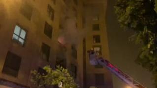 Susto de madrugada por un incendio que arrasó un domicilio frente a la Aljafería