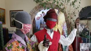 """Las tiendas de trajes regionales afrontan sus """"meses fuertes"""" sin fiestas patronales"""