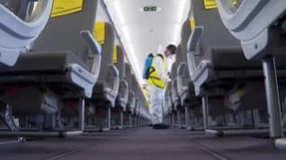 Así se desinfecta un avión en la nueva normalidad