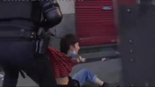 Batalla campal en Bilbao tras un acto de VOX en el barrio de San Francisco