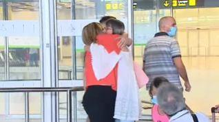 Los aeropuertos españoles reciben a los primeros turistas tras el confinamiento