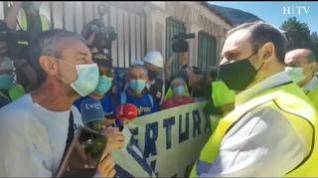 Concentración a las puertas de la estación de Canfranc exigiendo su reapertura
