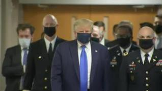 Donald Trump aparece por primera vez en público con mascarilla