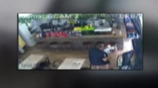 La intervención de un mosso fuera de servicio impide un atraco con hacha en un bar en Barcelona