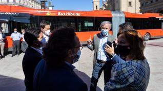 El servicio de autobuses urbanos de Zaragoza incorpora este jueves 17 nuevos vehículos híbridos y biarticulados