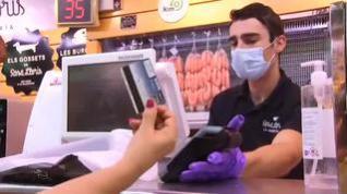 El pago con tarjeta supera por primera vez al dinero en efectivo tras la pandemia