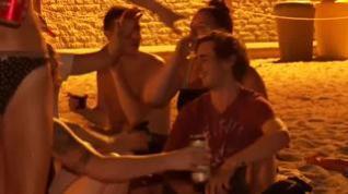 Los jóvenes continúan haciendo botellón en las playas de Barcelona