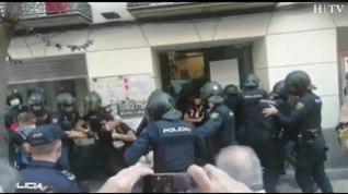 Tensión en el desalojo de los okupas del hotel San Valero en el centro de Zaragoza