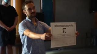 Un químico gallego bate el récord de memorización de decimales del número Pi en España