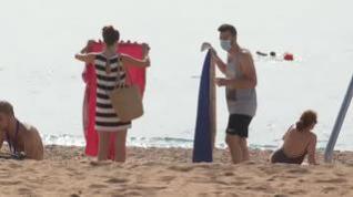 En agosto se disfrutan las playas entre el miedo y la protección
