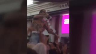 Cerrada la discoteca en la que un discjockey escupió alcohol a los asistentes