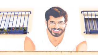 Un grafiti de Can Yaman adorna la fachada de una vecina de Cádiz