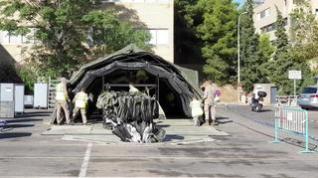 Comienza el montaje de las carpas de triaje en el aparcamiento del Hospital Clínico de Zaragoza