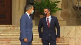 Felipe VI y Sánchez despachan en su primer encuentro oficial tras la marcha de Juan Carlos I