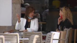 Galicia prohíbe fumar en la calle o en terrazas si no hay distancia de seguridad