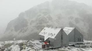 La nieve vuelve al Pirineo en pleno verano
