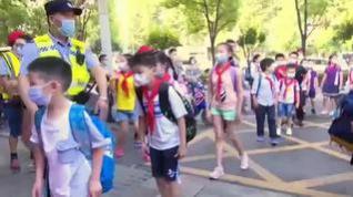 Los niños de Wuhan vuelven al colegio