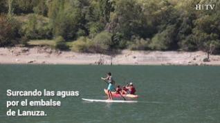 Disfrutar del agua rodeado de montañas en Lanuza