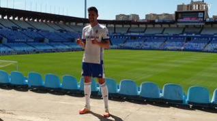 Adrián González luce ya la camiseta del Real Zaragoza