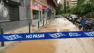 La calle de José Pellicer, cortada al tráfico por el reventón de una tubería