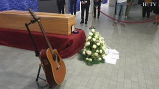 Los aragoneses despiden a Carbonell en la capilla ardiente del museo Pablo Serrano