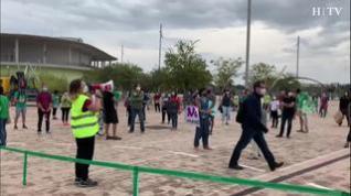 Los docentes aragoneses se concentran por una vuelta a las aulas segura
