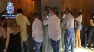 La Policía desaloja un bar y una peña en Zaragoza y multa a más de 40 personas