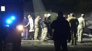 Mueren 25 personas tras estrellarse un avión militar en Ucrania