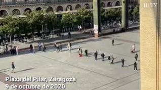 Largas filas en la plaza del Pilar de Zaragoza para acceder a la basílica