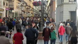 Crece la afluencia de visitantes en el entorno de la plaza del Pilar y las filas para entrar en la basílica