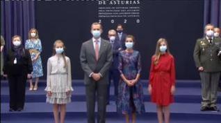 La Familia Real recibe a los galardonados en los premios Princesa de Asturias