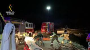 Complicado rescate de los 5 ocupantes de un coche que cayó a un río en Astún
