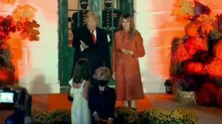 Trump y Melania celebran Halloween con los más pequeños en la Casa Blanca