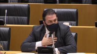 El diputado de EH Bildu Jon Iñarritu se solidariza con el padre de un asesinado por ETA, hoy diputado de VOX