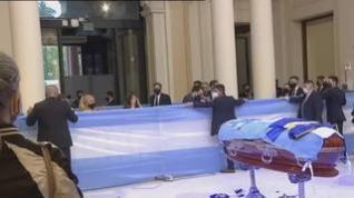 Abre sus puertas la capilla ardiente con los restos de Maradona