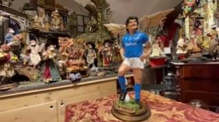 Convierten a Maradona en una figura del belén de Navidad