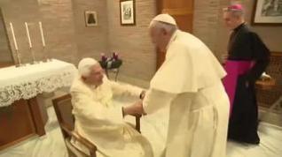 El Papa Francisco visita al ex Papa Benedicto XVI con los nuevos cardenales