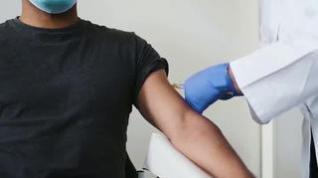 Reino Unido aprueba la comercialización de la vacuna de Pfizer