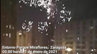 Tras las campanadas, los fuegos artificiales pudieron verse desde distintos puntos de Zaragoza
