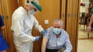 Vacunas frente a la covid: Un rayo de esperanza para nuestros mayores