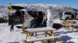 La Guardia Civil de Teruel auxilia a dos personas con covid en un refugio de Camarena de la Sierra