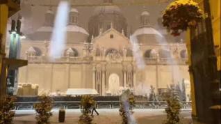 El Pilar se viste de blanco durante la noche