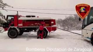 Rescate de un autobús en la carretera de La Almunia